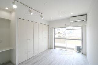 大きな白い部屋の写真・画像素材[3096373]