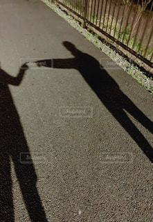 歩道を歩いている人の写真・画像素材[3160511]