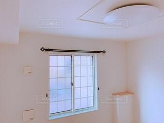 シンクと窓のある部屋の写真・画像素材[3581102]