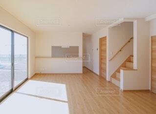 木の床のある部屋の写真・画像素材[3627498]