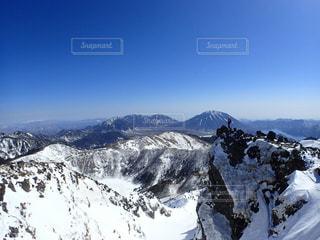 残雪の日光白根山〜後方には男体山と女峰山〜の写真・画像素材[1898507]