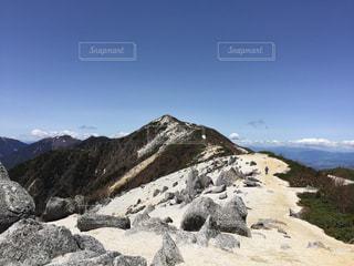鳳凰三山 薬師岳側から眺める鳳凰三山最高峰 観音岳の写真・画像素材[1908753]