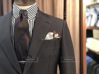スーツとネクタイを身に着けている男の写真・画像素材[1899690]