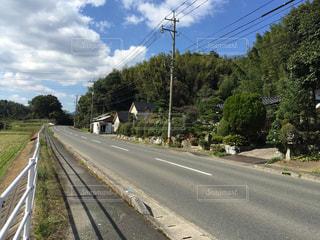 列車は道の端にの写真・画像素材[975983]