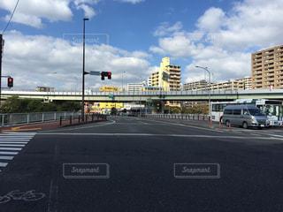 道路側の交通信号の写真・画像素材[976004]