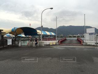 道の端に駐車してバスの写真・画像素材[976073]