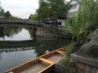 水の体の上の橋の写真・画像素材[976092]