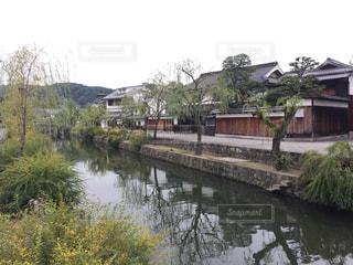 水の体の上の橋の写真・画像素材[976094]
