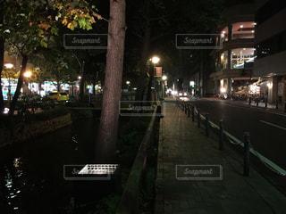 夜の街の景色の写真・画像素材[976104]