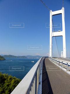 水の体の上の橋の写真・画像素材[976847]