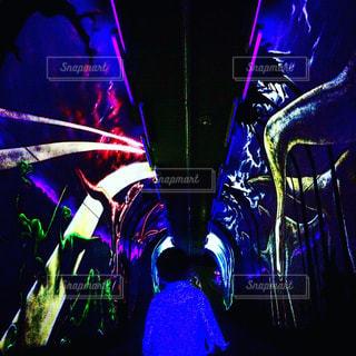 楽器と暗い背景のステージの写真・画像素材[746127]