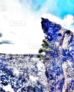 春先の医王山にあるトンビ岩の写真・画像素材[1972716]