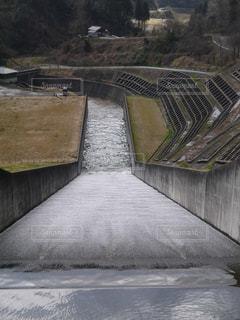 医王ダムの放水口の写真・画像素材[1982671]
