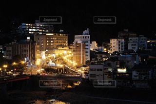 温泉街の夜景の写真・画像素材[2936911]