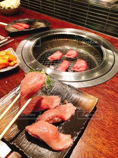 美味しい焼肉と、お肉寿司の写真・画像素材[2953768]