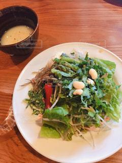 野菜サラダとスープの写真・画像素材[2058332]