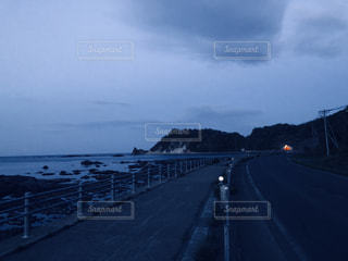 海沿いの道路の写真・画像素材[2136966]