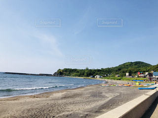 海の隣の砂浜の写真・画像素材[2169084]