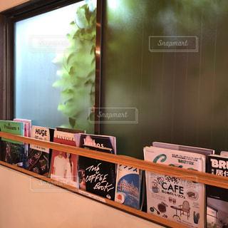 カフェの本棚の写真・画像素材[1541270]
