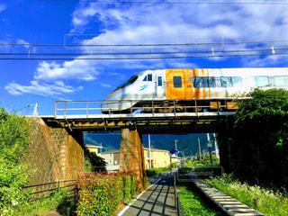 空を走る電車の写真・画像素材[1929346]