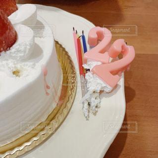皿の上のケーキの写真・画像素材[2827090]