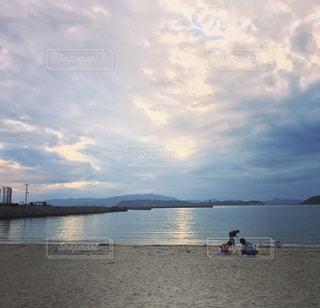 加太とビーチと家族の戯れの写真・画像素材[1908422]