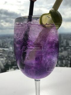 ワイングラスのクローズアップの写真・画像素材[2407441]