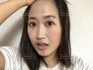 おでこを出す女性の写真・画像素材[4683612]