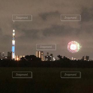 夕暮れ時の都市の景色の写真・画像素材[1929276]