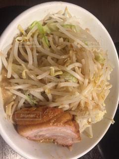 ソースと麺のボウルの写真・画像素材[895878]