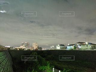 都市を流れる川の写真・画像素材[2442996]
