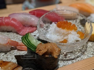 食べ物をテーブルの上に閉じるの写真・画像素材[3330912]