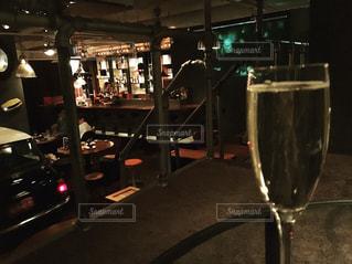 ロフト席でワインの写真・画像素材[1913594]