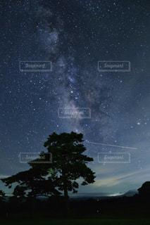 天の川と流れ星の写真・画像素材[3218974]