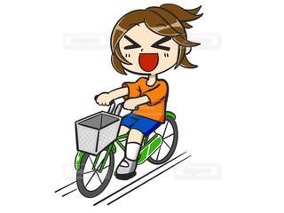 自転車に乗ってる女性の写真・画像素材[2147052]