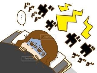 騒音 眠れない 女性の写真・画像素材[4101612]