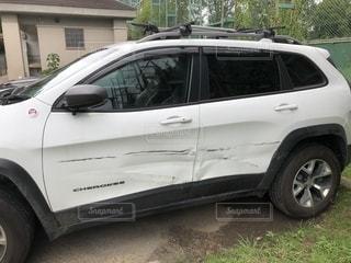 傷だらけの車の写真・画像素材[1925849]