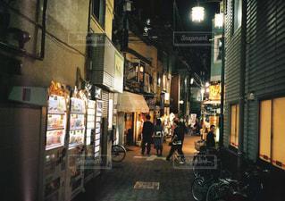 通りすがりの人たちの写真・画像素材[1936526]