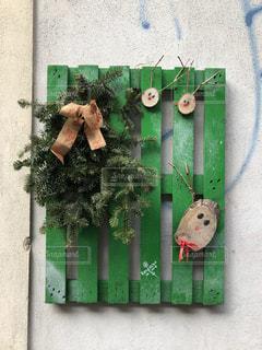 木々を使ってのクリスマスアートの写真・画像素材[1940295]