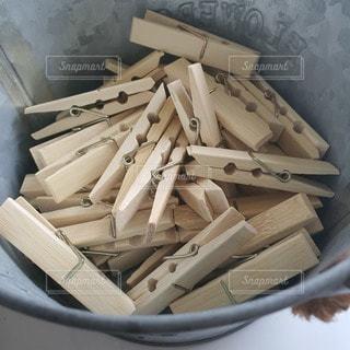 木製洗濯ばさみの写真・画像素材[2821851]