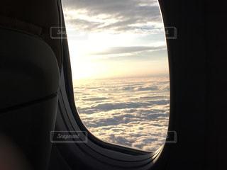 飛行機の窓の写真・画像素材[1932665]
