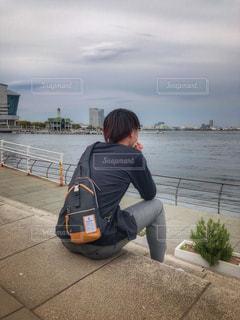 海を眺める男性の写真・画像素材[2026136]