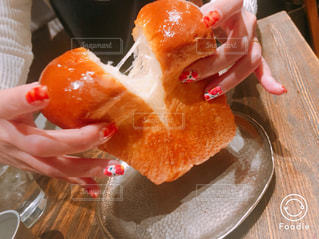 ふわふわの食パンの写真・画像素材[2122669]