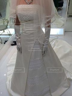 結婚式のドレスの試着の写真・画像素材[2132451]