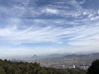 背景の山と木の写真・画像素材[1938969]