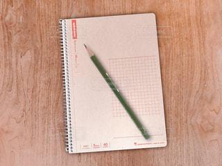 メモ帳と鉛筆の写真・画像素材[2057268]