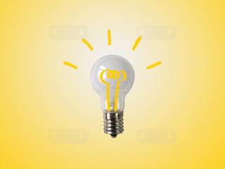 ひらめきの電球の写真・画像素材[2309999]