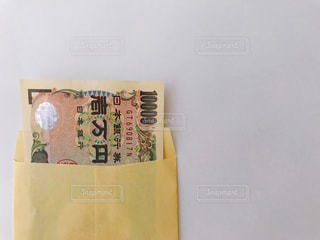 封筒に入った一万円札の写真・画像素材[2373915]