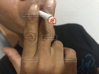 タバコを吸っているオヤジの写真・画像素材[2133535]