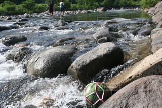 川でスイカを冷やしたの写真・画像素材[2272471]